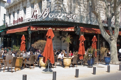 Brasseries typically have a larger menu than cafés. They still feature traditional dishes and serve food all day.