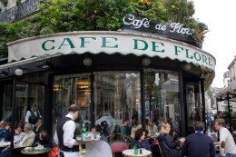 Cafés focus more on drinks and common fare. They are generally open for breakfast, lunch and dinner.
