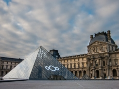 It is empty! What a beautiful time to see the Louvre.